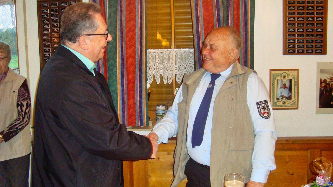 Hans-Oskar Kawelke gratuliert Jörg-Dietrich Schmidt zum 80. Geburtstag