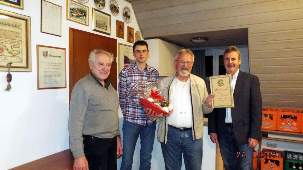 Höhepunkt der Veranstaltung war die Ehrung von Werner Kohl aus Rangen für seine 40-jährige Mitgliedschaft durch den 1. Bürgermeister Nekolla und den neuen/alten Vorstand Erwin Schmidt.