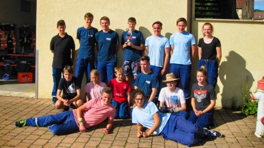 Gruppenfoto der Teilnehmer bei der 3. Schnitzeljagd der Jugendfeuerwehr Walkersbrunn
