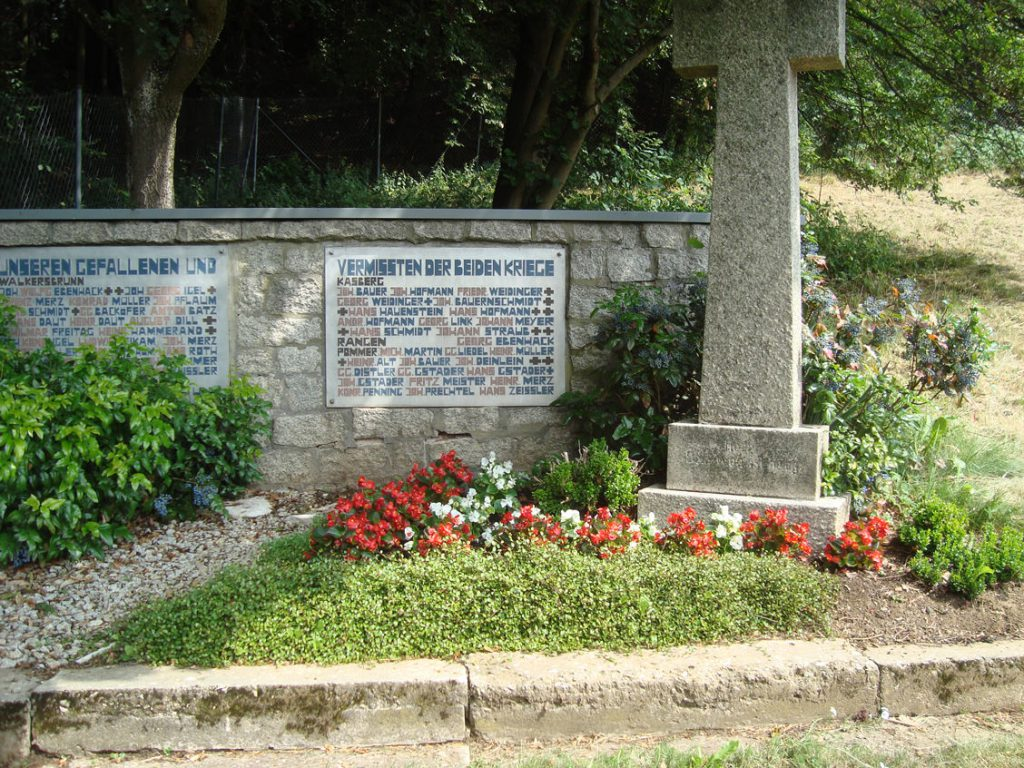 Mahnmal am Rande das Walkersbrunner Friedhofs