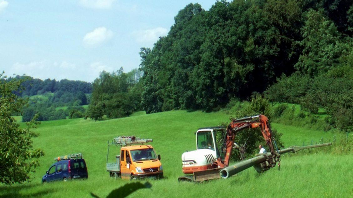 Rückbau des Betonmasts auf dem Wiesenfleck