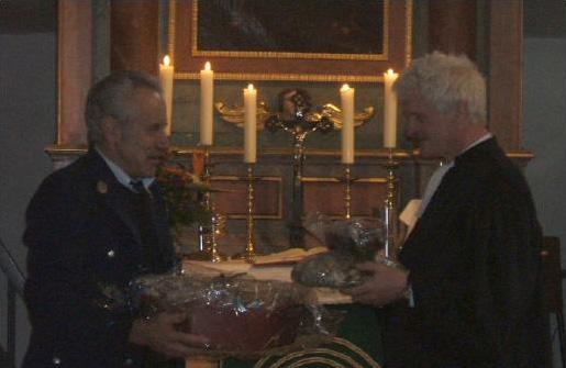 Kirchenvorstandsmitglied Günther Daut und Pfarrer Dr. Malte Lippmann